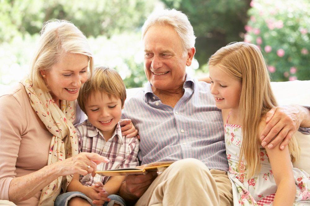 Сексуальные бабушки дают внукам бесплатно