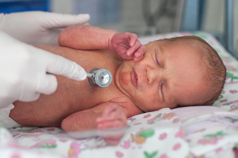 Фото стоматита в горле у детей
