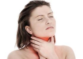 Можно ли кормить грудью, если болит горло?