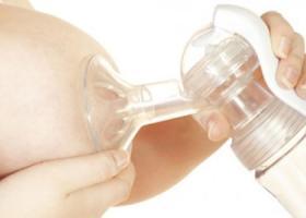 Секреты сцеживания грудного молока молокоотсосом