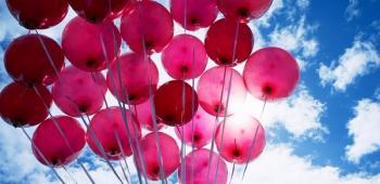 Почему гелиевые шарики на холоде уменьшаются